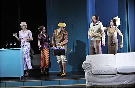Pullover und Strümpfe fürs Stadttheater Klagenfurt